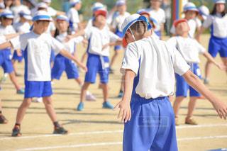 小学生,男の子,運動会,小学校,準備運動,青組