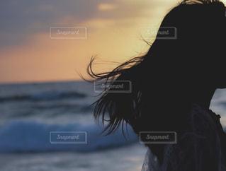 浜辺を歩く人の写真・画像素材[2281511]