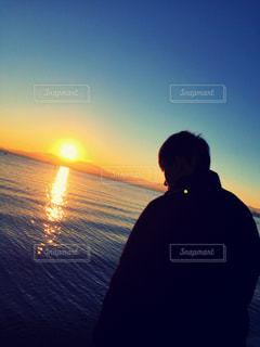 男性,空,太陽,水面,光,日の出