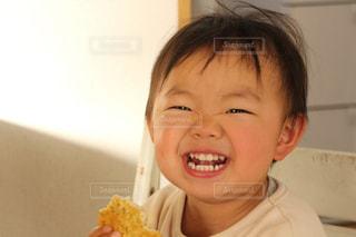 まんまるの笑顔の写真・画像素材[2326071]