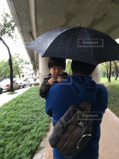 雨,傘,抱っこ,パパ,男の子,雨の日