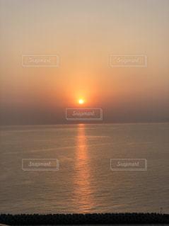 自然,風景,空,夕日,絶景,屋外,綺麗,夕暮れ,水面,夕方,反射,キラキラ,地平線,ミルクティー,茶,眺め