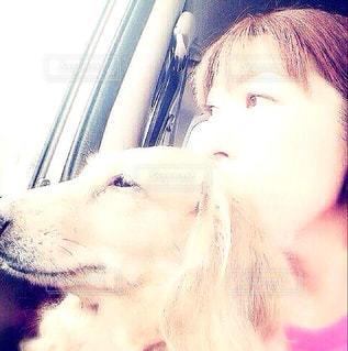 女性,家族,2人,犬,自撮り,動物,車,窓,車内,景色,日常,いぬ,癒し,幸せ,二人,ミニチュアダックス,ドライブ,愛犬,大好き,ありがとう,わんちゃん,日中,私,横向き,眺める,フォトジェニック,日々