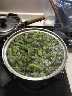 ストーブの上に食べ物のボウルの写真・画像素材[840683]
