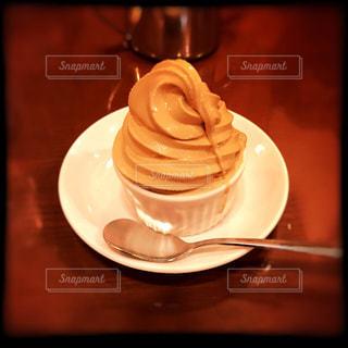 スイーツ,デザート,ソフトクリーム,ベージュ,あまい,とける,ミルクティー色