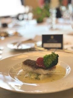 ブロッコリーと一緒に食べ物の皿の写真・画像素材[2740115]