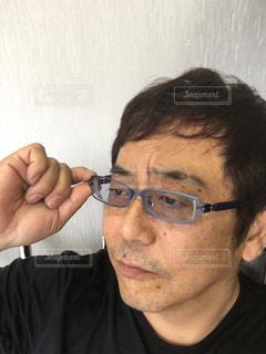 眼鏡をかけている男の写真・画像素材[2763452]