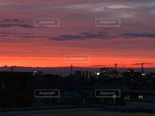 都市に沈む夕日の写真・画像素材[3406097]