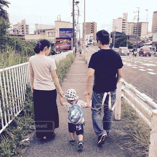 家族,ファッション,夏,屋外,子供,Tシャツ,歩道,男の子,男児,夏服,半袖
