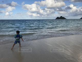 海,後ろ姿,子供,旅行,ハワイ,息子,インスタ映え