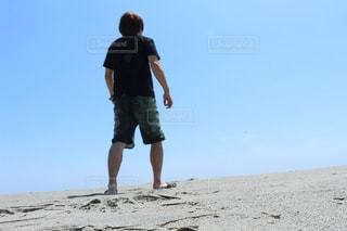 砂の先に期待を込めて絶望の写真・画像素材[2088790]