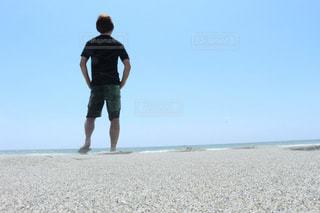 男性,海,空,青空,海岸,後姿,写真
