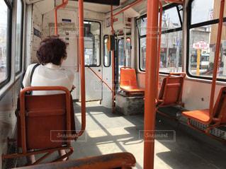 女性,夏,屋外,後ろ姿,人物,背中,人,後姿,バス,買い物,ブカレスト,街中,ルーマニア,トロリー