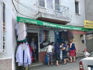 女性,屋外,後ろ姿,人物,背中,人,後姿,市場,買い物,ブカレスト,洋風,街中,ショッピング,女の人,ルーマニア
