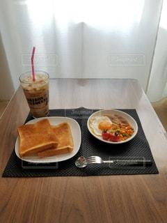 朝食,茶色,パン,目玉焼き,朝ごはん,ベージュ,ミルクティー,ミルクティー色