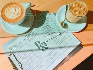 カフェ,晴れ,英語,メニュー,新聞,英字新聞,cafe,オーストラリア,カフェオレ,快晴,ドリンク,デート,ミルクティー,窓側席,ミルクティー色