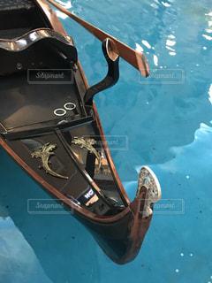 水の中のボートの写真・画像素材[2329827]