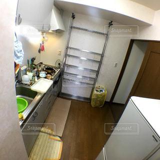 まずはキッチンに整理棚を作るの写真・画像素材[2985742]