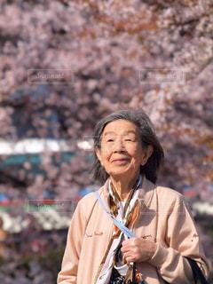 母とお花見の写真・画像素材[3083106]