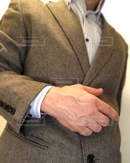 スーツを着た右手のアップの写真・画像素材[3331480]