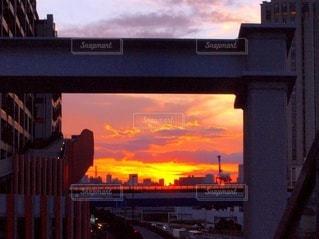 夕焼けのフレームの写真・画像素材[3403424]