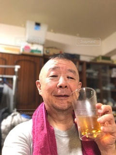 お風呂上がりのビールの写真・画像素材[3431298]