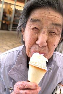 老婆とソフトクリームの写真・画像素材[3681413]
