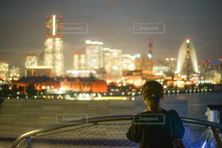 女性,建物,夜,夜景,屋外,後ろ姿,都会,人物,横浜