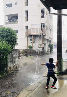雨宿りの写真・画像素材[2253614]