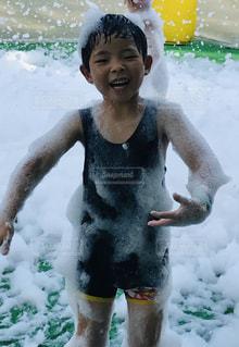 泡プールで大暴れの写真・画像素材[2279444]