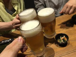 女性,手,人物,人,グラス,ビール,幸せ,乾杯,happy,ドリンク,酒,ジョッキ,カンパイ,40代