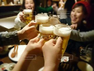 女性,お酒,人物,人,グラス,ビール,大人,乾杯,ドリンク,居酒屋,ジョッキ,アルコール,打ち上げ,カンパイ
