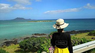 海,ビーチ,後ろ姿,背中,ハワイ,後ろ,民族衣装,インスタ,後ろ向き,チョゴリ,インスタ映え,インスタ映えスポット,ハワイ韓国コラボ