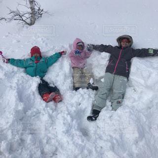 子ども,3人,アウトドア,スポーツ,雪,屋外,人物,スキー,ゲレンデ,レジャー,飛び込み
