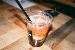 飲み物,茶色,テーブル,カップ,紅茶,フィルム,ドリンク,ベージュ,木目,ミルクティー,飲料,ミルクティー色