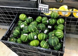展示されている果物と野菜のグループの写真・画像素材[3705033]