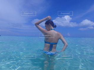 自然,海,空,後ろ姿,水着,水面,海岸,景色,人物,背中,メイク,sea,肌