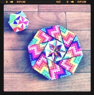 カラフルな折り紙で折った立体の写真・画像素材[3354112]