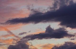 ドラマチックな空の写真・画像素材[3391266]