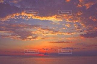 海に沈む夕日の写真・画像素材[3412230]