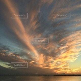 海の上のドラマチックな空模様の写真・画像素材[3485729]