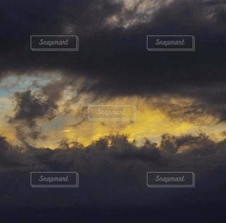 コントラストのある雲の風景の写真・画像素材[3485809]