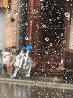 建物,雨,屋外,水滴,窓ガラス,雨粒,雨降り,日中,雨垂れ
