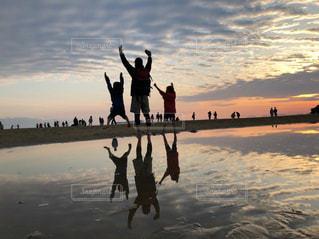 空,屋外,ビーチ,後ろ姿,砂浜,夕暮れ,人物,背中,人,父母ヶ浜