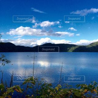 秋の支笏湖の写真・画像素材[2012847]