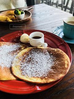 カフェで朝ごはんの写真・画像素材[2285146]