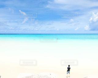 サイダーのような海、ひとりじめの写真・画像素材[2331206]