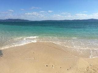 冬の沖縄ビーチと空の写真・画像素材[2011779]