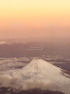 朝焼けと雲海と雪の富士山。の写真・画像素材[2261146]