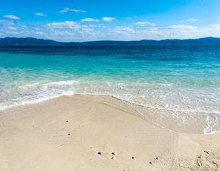 古宇利島から見る沖縄本島の写真・画像素材[2330311]